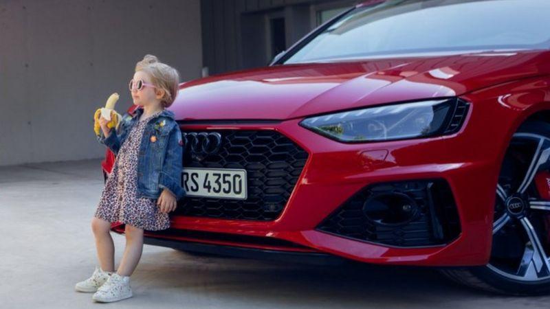 アウディー自動車広告少女バナナ批判