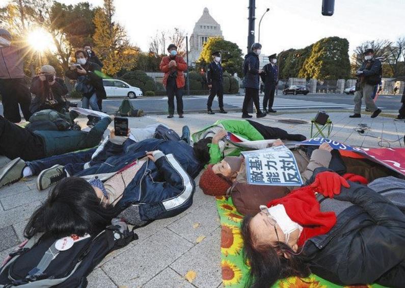 敵基地攻撃能力反対左翼デモ抗議