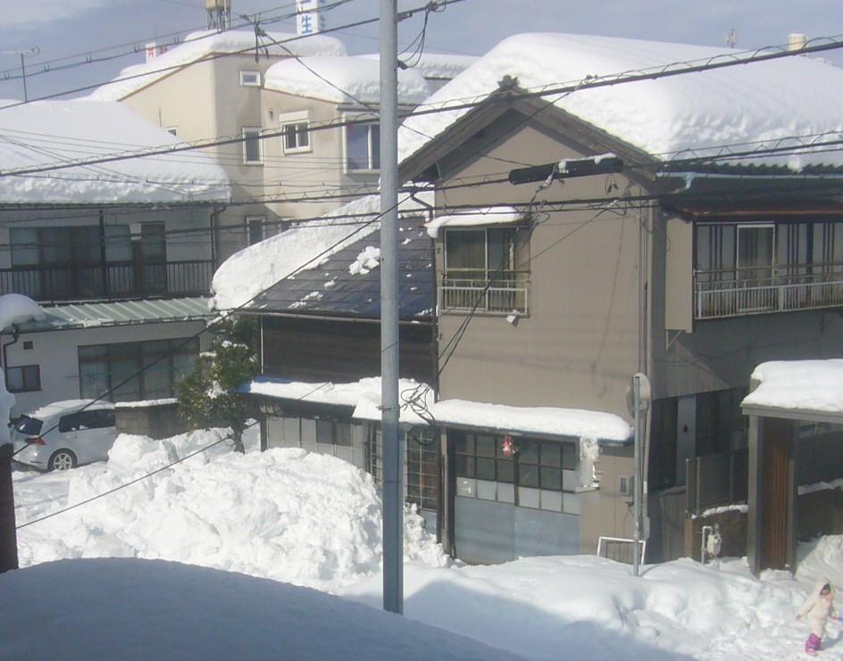屋根雪落下 R3.1.11