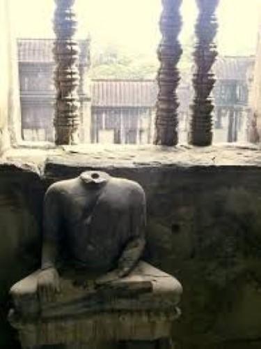 ポルポトの仏像破壊