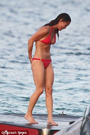 Pippa Middleton shows off washboard stomach during Caribbean holiday (2)