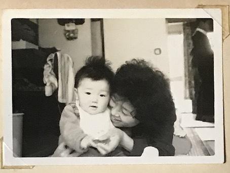 201101母と私(生後7ヶ月)