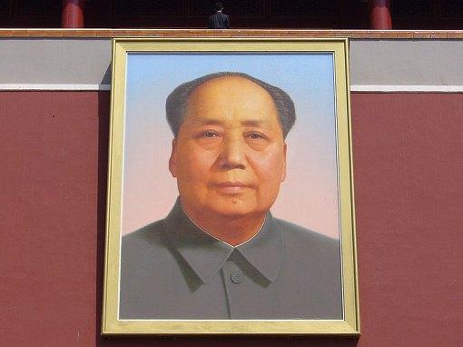 毛沢東の巨大な肖像画