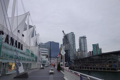 コンベンションセンター、ホテル、世界初めての3DIMAXシアター等があって
