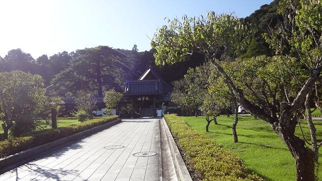 瑠璃光寺敷地内