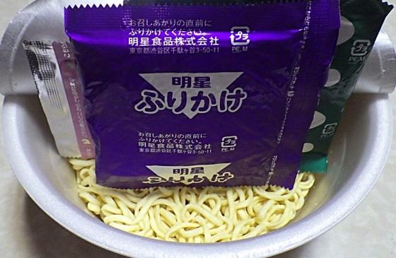 1/11発売 ぶぶか 鬼マシチーズ入りふりかけ 豚骨醤油らーめん(内容物)