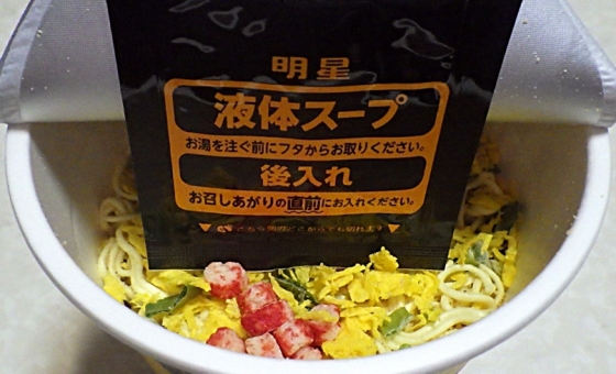 1/13発売 中華三昧タテ型ビッグ 赤坂璃宮 かに玉風麺(内容物)