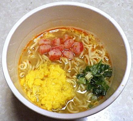 1/13発売 中華三昧タテ型ビッグ 赤坂璃宮 かに玉風麺(できあがり)