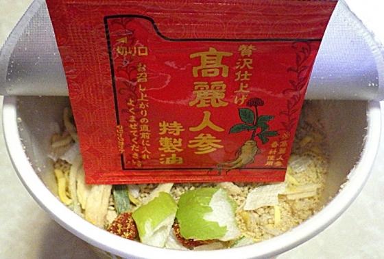 3/16発売 カップヌードル リッチ 参鶏湯味(内容物)