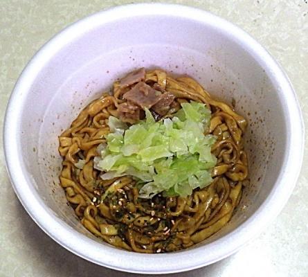 5/10発売 汁なしどん兵衛 濃い濃い濃厚ソース焼うどん(できあがり)