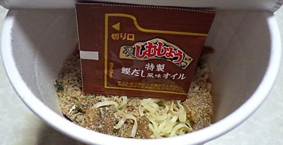 10/6発売 本場の名店 沖縄 しむじょう 肉そば(内容物)