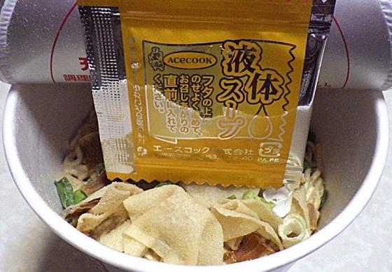 2/3発売 一度は食べたい名店の味 八雲監修の一杯 ワンタン麺 白醤油味(内容物)