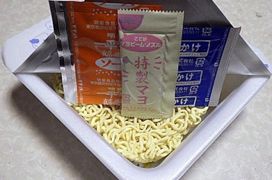 1/11発売 一平ちゃん 夜店の焼そば たまにん(内容物)