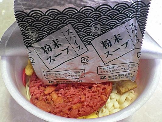 5/18発売 マルちゃん もっと赤いたぬき天うどん(内容物)
