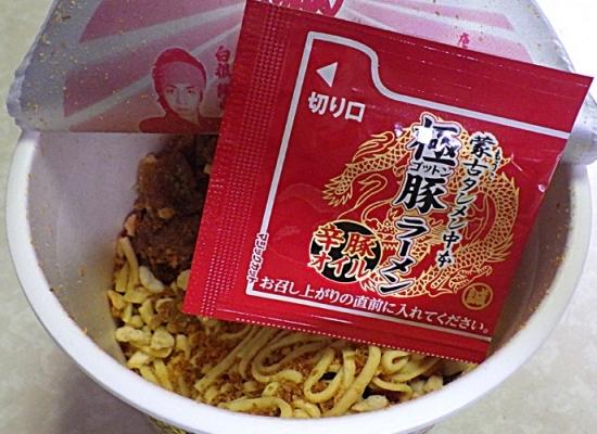 2/22発売 蒙古タンメン中本 極豚ラーメン 激辛豚骨味噌(内容物)