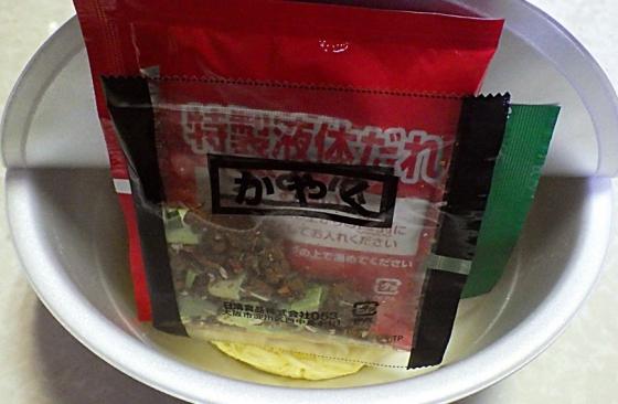 3/17発売 創作麺工房 鳴龍 汁なし担担麺(内容物)