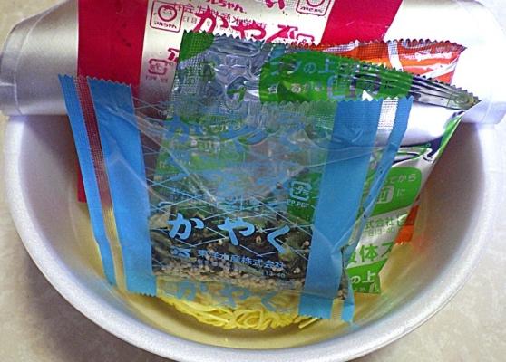 3/3発売 マルちゃん 正麺 カップ 濃厚担々麺(内容物)