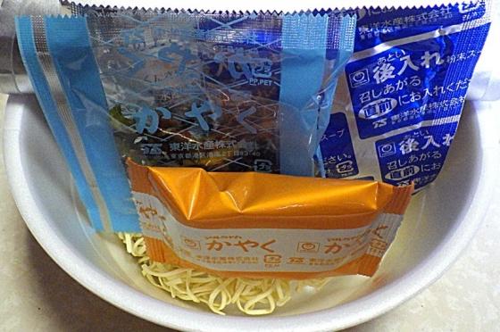 3/2発売 マルちゃん 正麺 カップ 旨辛味噌タンメン(内容物)