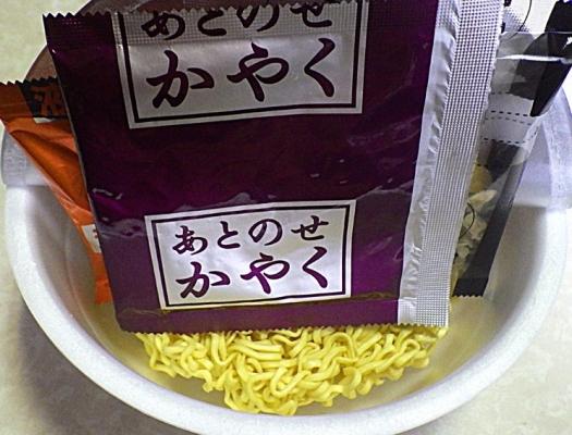 7/20発売 富山ブラック風油そば(内容物)