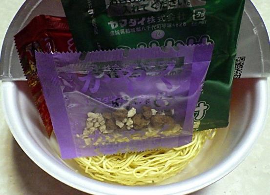 4/12発売 凄麺 広島THE・汁なし担担麺(内容物)