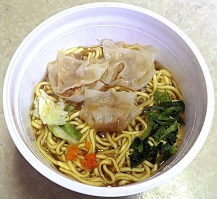 3/2発売 THE中華 揚げねぎの風味を利かせたワンタン麺(できあがり)