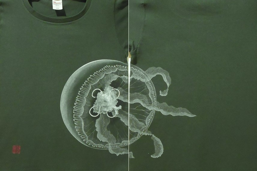 花音 手描きTシャツ 海月