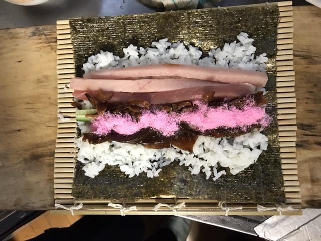 載せるしょうが手巻き寿司