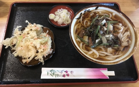 山菜うどん600、かき揚げ店100