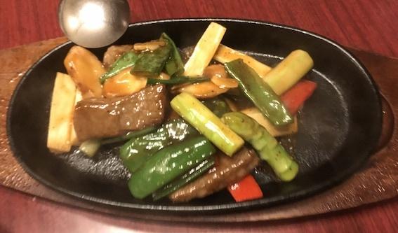 国産牛肉のステーキ 黒胡椒ソース