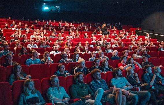 映画館 観客