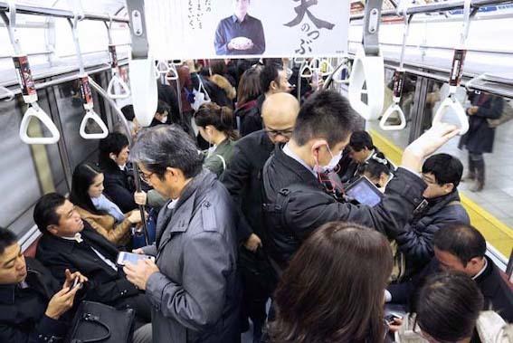 満員電車 写真