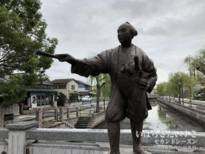 備前堀〔茨城県水戸市本町〕に建つ、伊奈忠次の像。