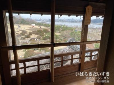 好文亭〔水戸偕楽園〕から、千波湖を望む。