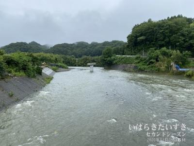 第6久慈川橋梁の新しい土台が完成しています。