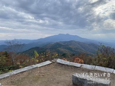 この場所は、足尾山の山頂でもあるようです。