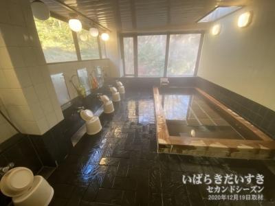 大浴場 檜風呂 / 滝美館