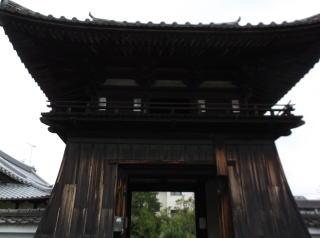 万寿寺鐘楼門