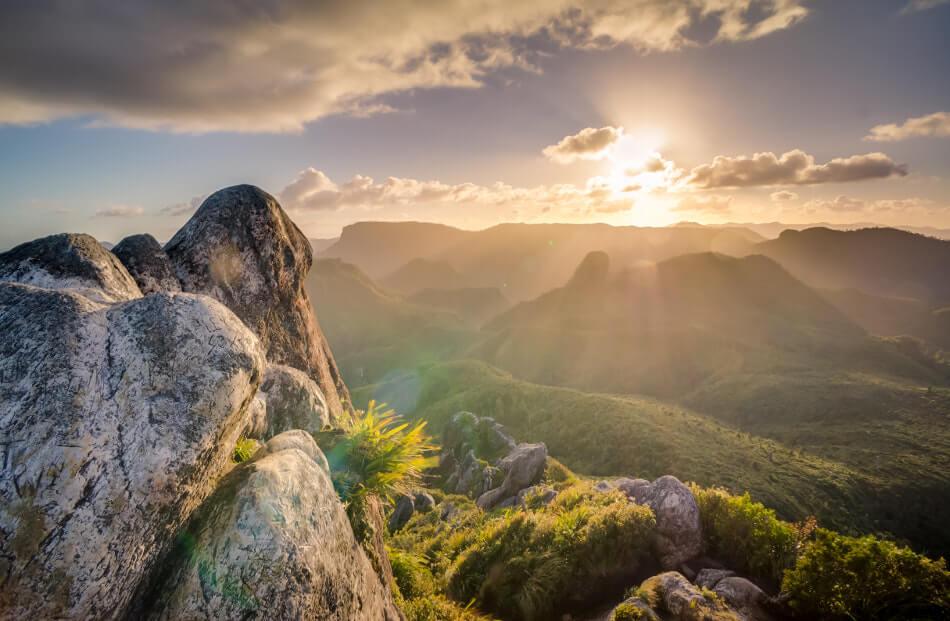 日の出 山岳 Photo by Jasper Boer on Unsplash
