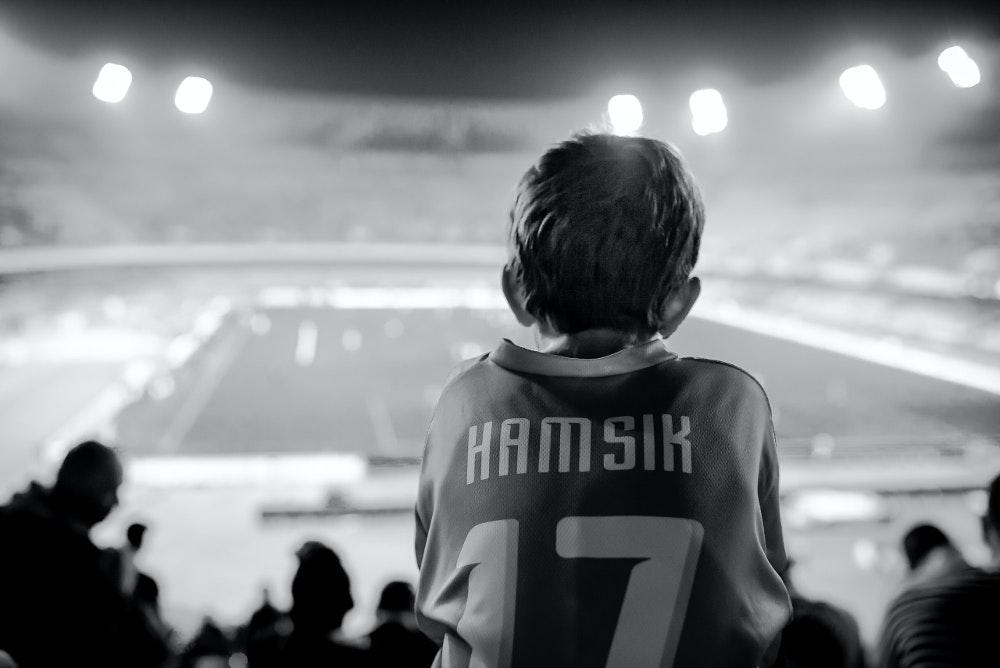 子供 スポーツ 試合 観戦 サポーター Photo by Bertrand Gabioud on Unsplash