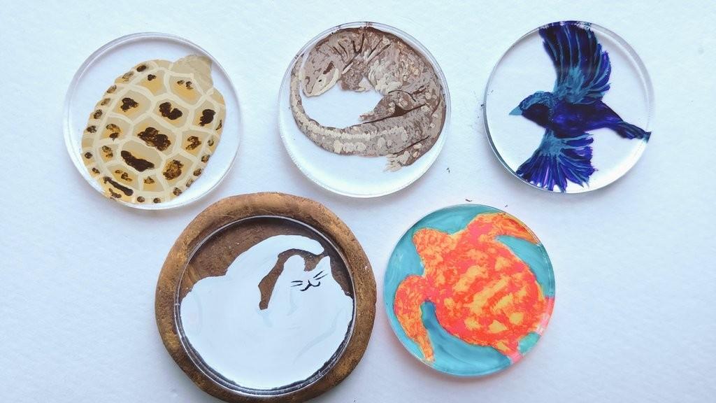 絵製作 - 絵の具と生き物