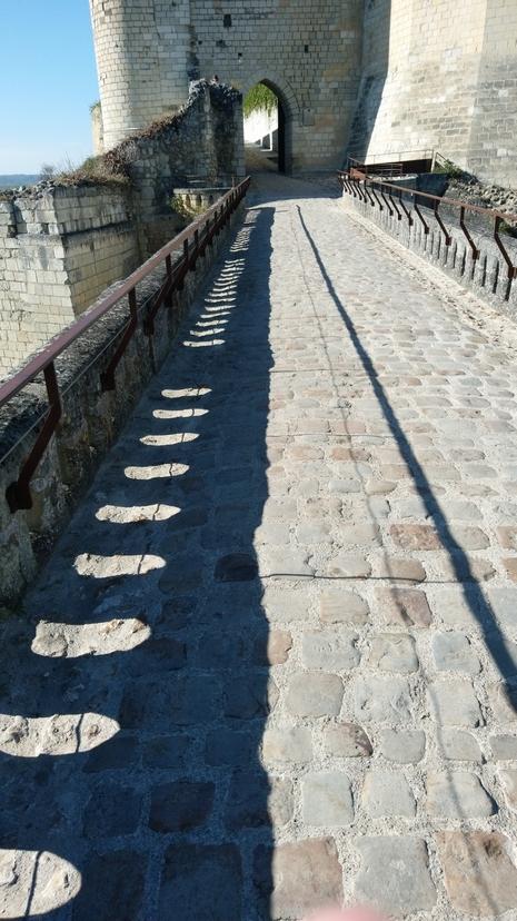 2018シノン時計塔に至る橋
