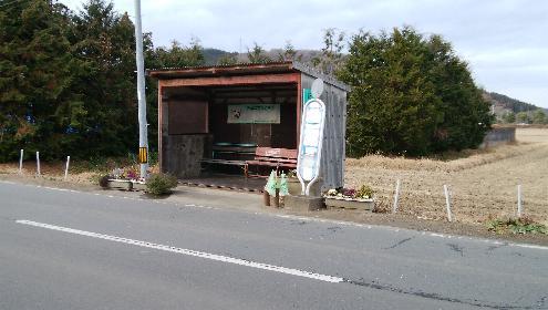 旧道沿いのバス停