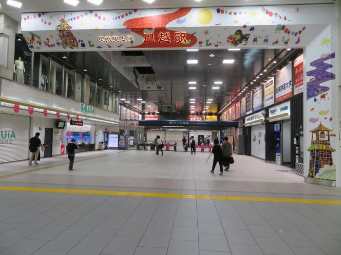 川越駅の改札口も少し凝る