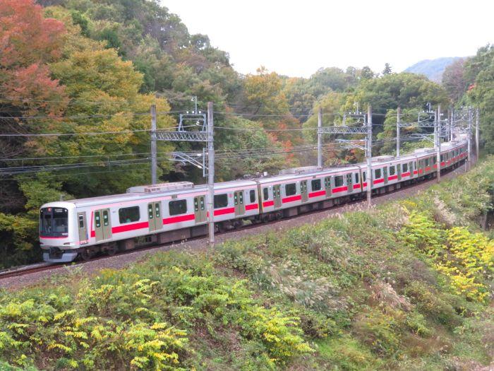 横浜へ向かう東急東横線