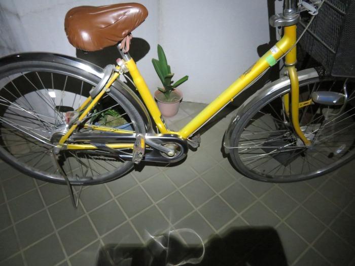 夜間の自転車置き場