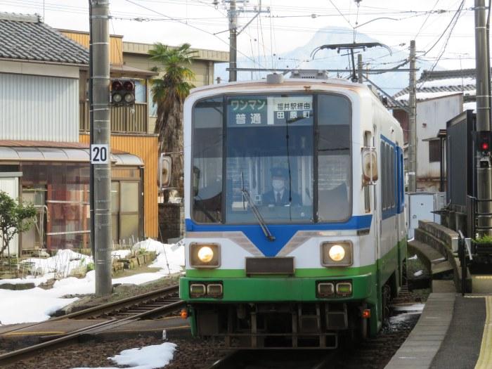 「福井駅経由」と ある