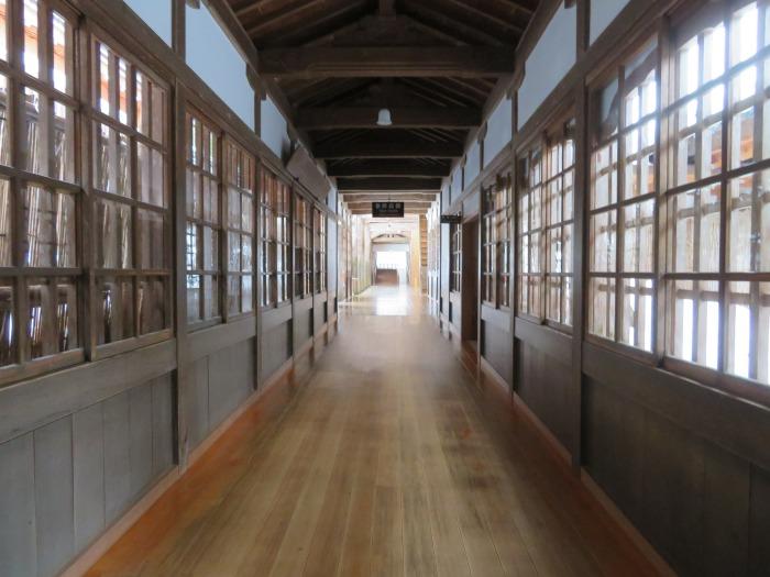 各建物を結ぶ廊下