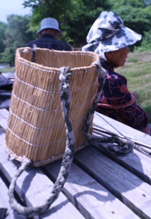 藁で編んだカゴ 志々島 2 6 4