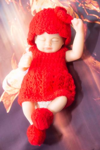リボーンドールの千尋。真っ赤なニットワンピースをプレゼントしました。