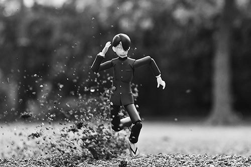 ツバキアキラが撮った、figma、R・田中一郎。砂煙を上げて走る、あ~るくん。